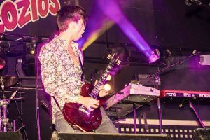 cantante rock concierto